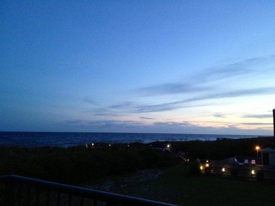 The Isles Restaurant & Tiki Bar: View from our table at sunset