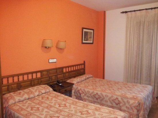 Los Hidalgos Hotel: HABITACION