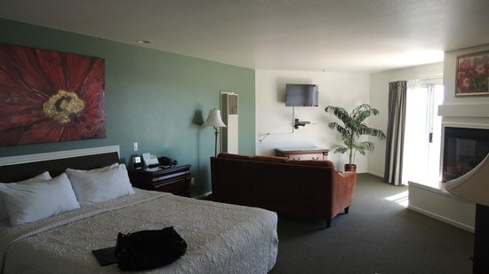 Cayucos Shoreline Inn...on the beach: TV with DVD player on the wall and fireplace to the right
