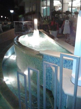 Miramare Hotel & Spa: una delle fontanelle all'entrata posteriore dell'Hotel