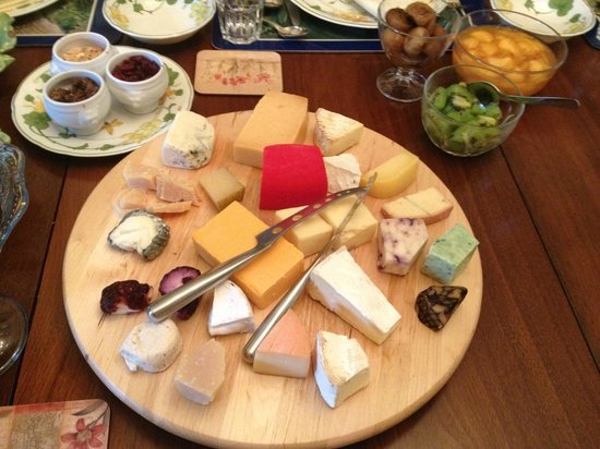 Ranger's Retreat Bed & Breakfast: The morning cheese platter.