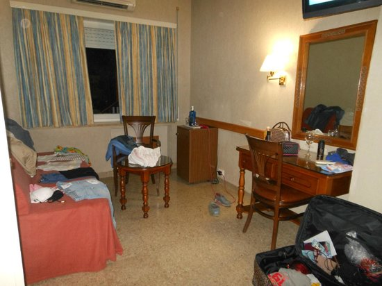 Gran Hotel Delfin: Half of our room (a mess)