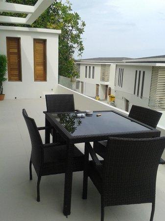 Tropical Sea View Residence: Терраса
