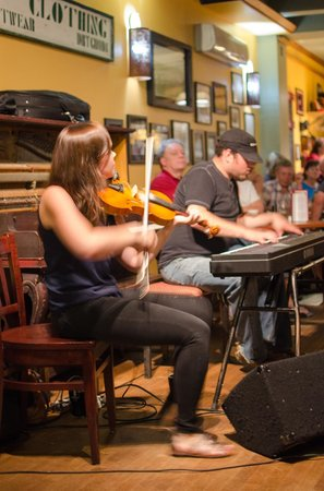 The Red Shoe Pub: foot stomping music