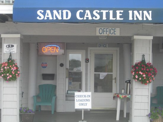 Sandcastle Beachfront Inn: Check in