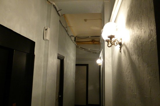 Hotel des Flandres: Hallway