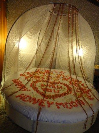 Honeymoon Inn Manali : flower decoration