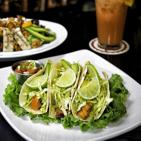 Naggy McGee's Irish Restaurant and Pub : Grilled Mahi Mahi Tacos