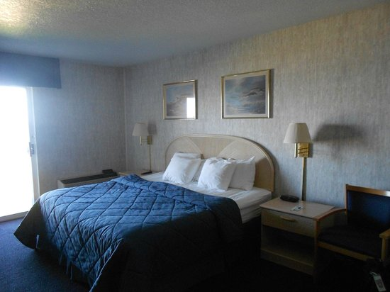 Breakers Resort - Lakeside : King Bed