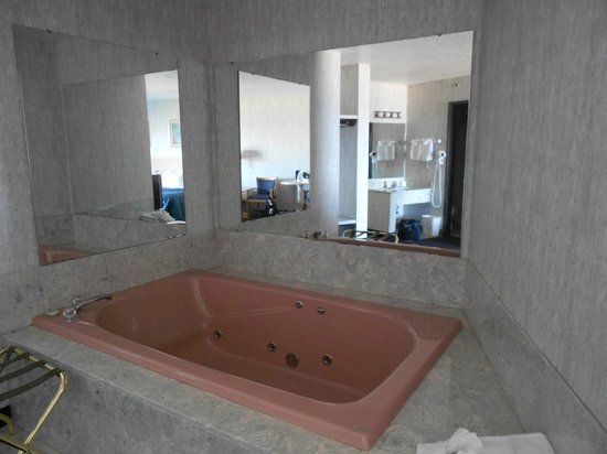 Breakers Resort - Lakeside : Tub