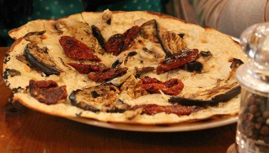 Café-restaurant la Forge: Vegetarian Pizza.. Nice