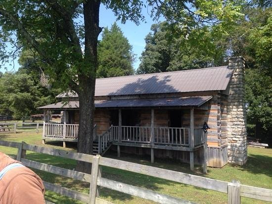 Bell Witch Cave and Cabin: The Bell Witch Cabin