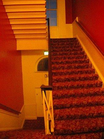 Barry's Hotel: La déco des escaliers