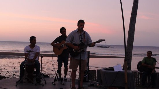 Lilin Lovina Beach Hotel: Music on the beach