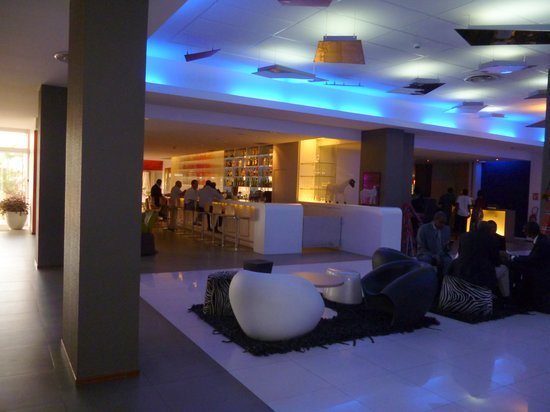 Novotel Dakar: le hall et le bar
