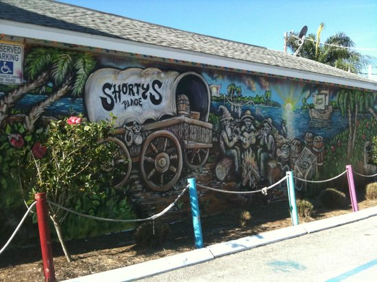 Shorty's Place: Mural facing Hwy 41 South