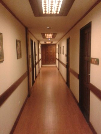 Chang Siam Inn: Коридор