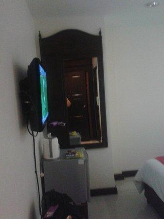 Chang Siam Inn: Телевизор
