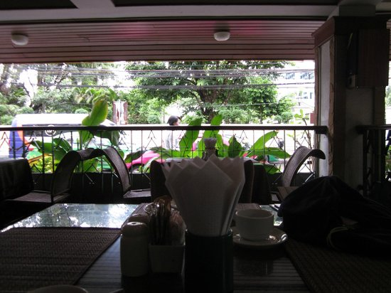 Royal Ivory Sukhumvit Nana By Compass Hospitality: Looking out on Soi 4 from the lovely breakfast verandah.