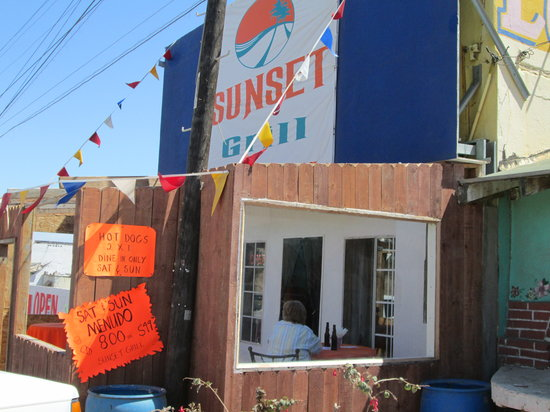 Sunset Grill: Outside from the North