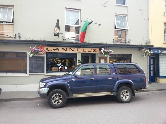 Scannells Bar : exterior