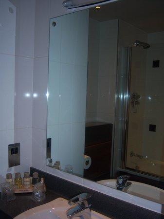 Alexandra House: Bathroom.