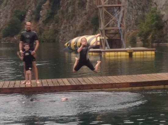 Adrenalin Quarry : Swim at the end of the zip
