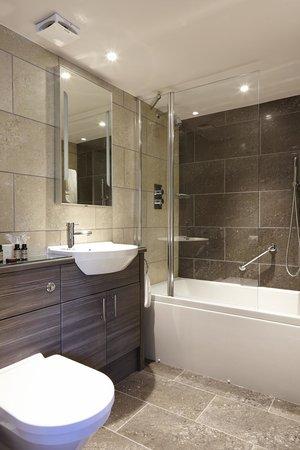 Cedar Manor Hotel and Restaurant : Coniston Bathroom