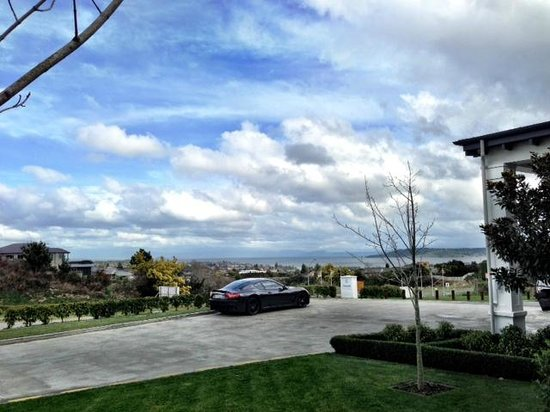 Hilton Lake Taupo : View from front of hotel