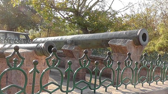 Uperkot Fort : Canons