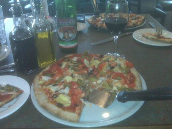 Gerardo's Firewood Cafe: The Veggie Pizza