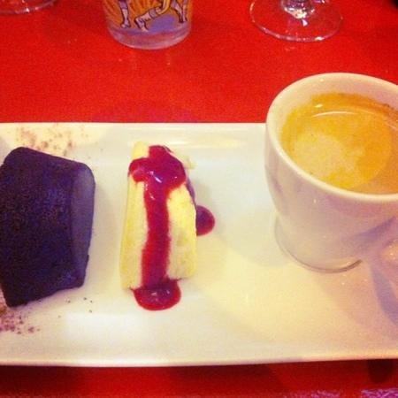 La Coincidence : cafe gourmand (coffee & mini chocolate cake and cheese cake)