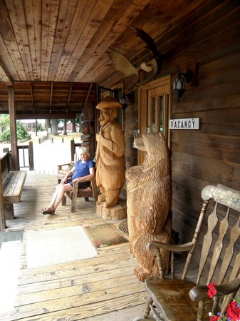 Hotel Packwood: front porch