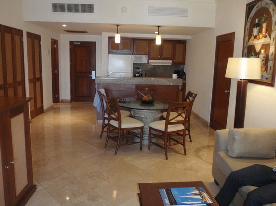 The Ridge at Playa Grande : dining room / kitchen