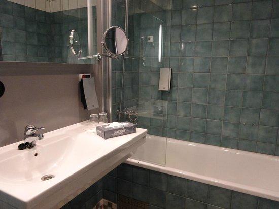 Original Sokos Hotel Helsinki: bathtub