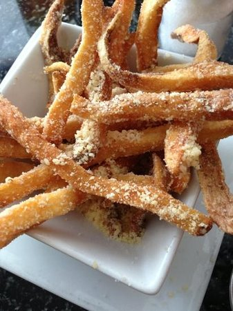 Slyce Bistro and Pizzeria : parmesean fries to fight for
