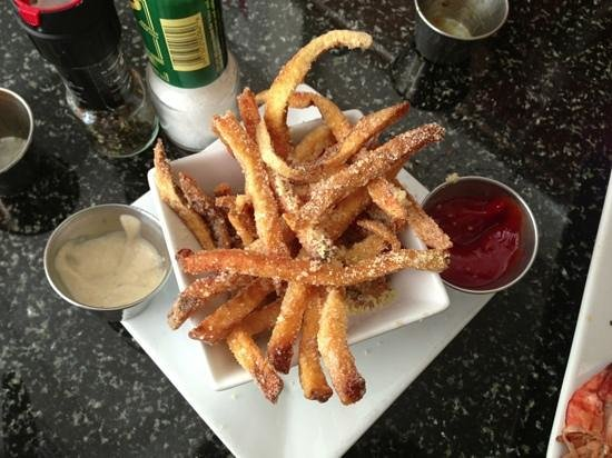 Slyce Bistro and Pizzeria : garlic aioli on the side of our parmesean fries