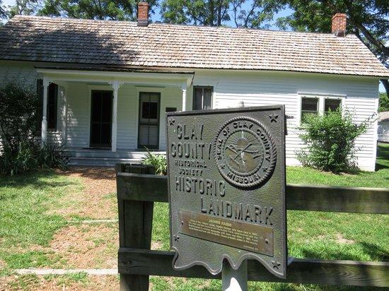 Jesse James Birthplace Museum: Historical marker