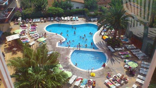 Aparthotel CYE Holiday Centre: Pool View