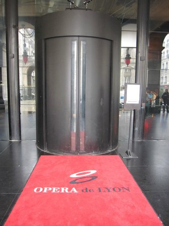 Opera National de Lyon: Acceso.