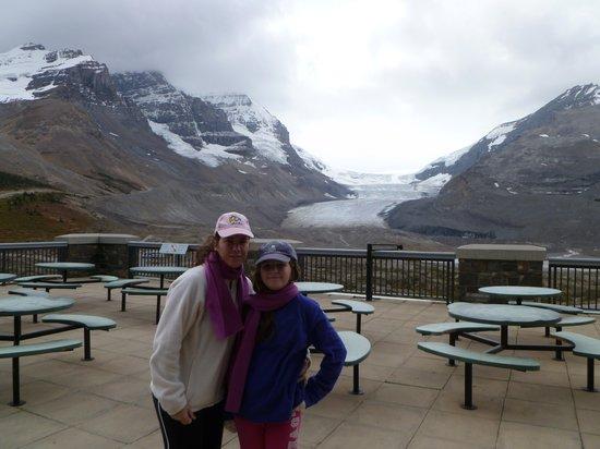 Columbia Icefield Glacier Adventure: de fondo el glaciar