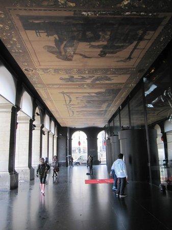Opéra National de Lyon : Soportal del edificio.