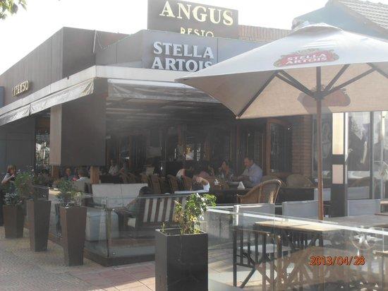 Angus Cafe Resto Bar : Exterior del local