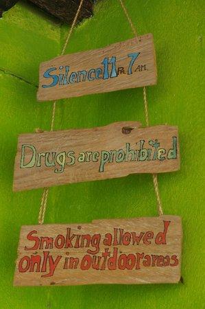 Iguana Hostel : Sign