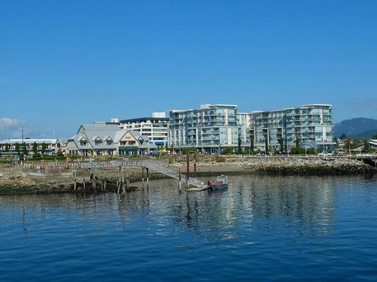 Sidney Waterfront Inn & Suites: Sidney by the Sea