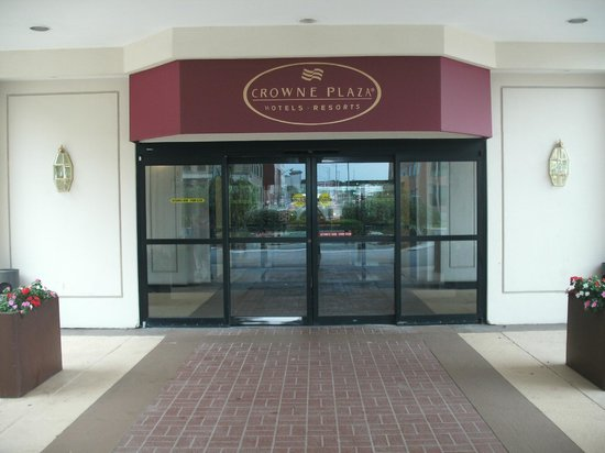 Crowne Plaza Pittsfield : Entrance