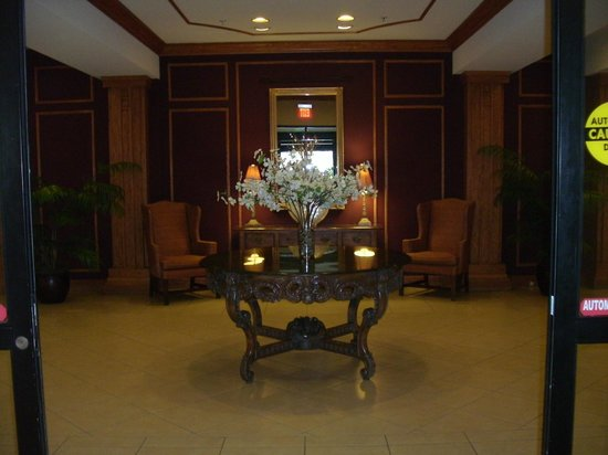 Crowne Plaza Pittsfield: Lobby Entrance