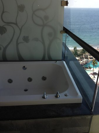 jacuzzi tub could be seen by other guests on floors above ours... that was disappointing.