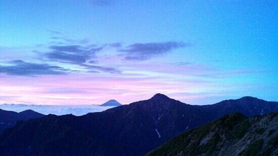 Mt.Senjogadake: 日の出前の富士山と北岳