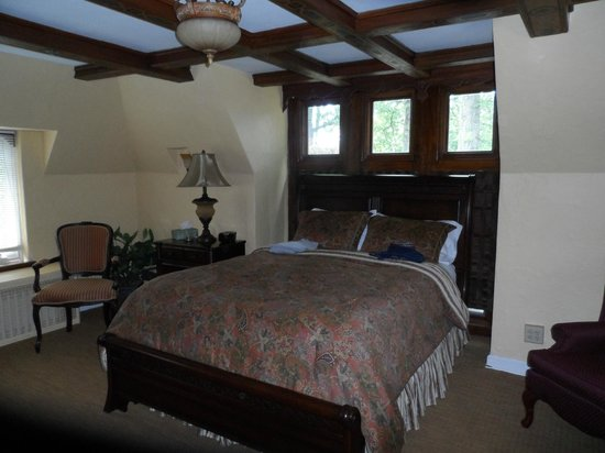 The Oaks Bed and Breakfast Hotel: Spacious Bedroom